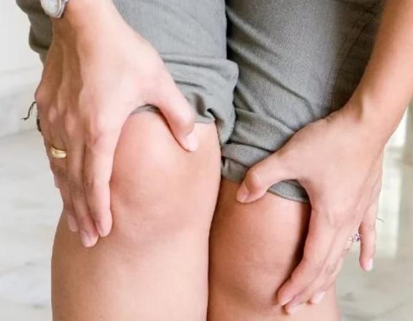 От чего хрустят колени
