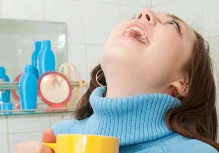 Чем полоскать горло при простуде?