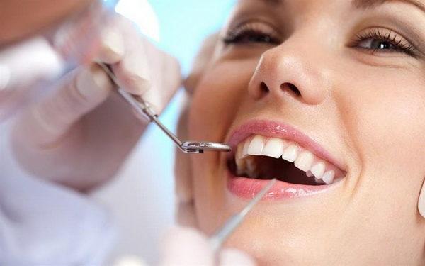 Особенности и преимущества ультразвуковой чистки зубов