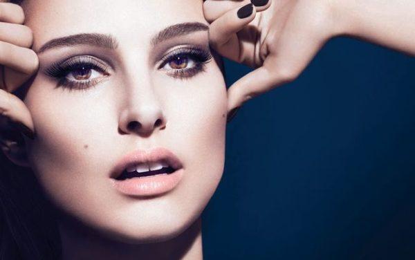 Существует несколько секретов нанесения макияжа