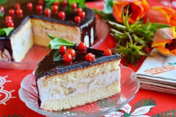 Торт с клубникой и творожным кремом – пальчики оближешь